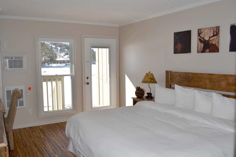 Lakefront-Lodge-Deep-Creek-Lake-room-104