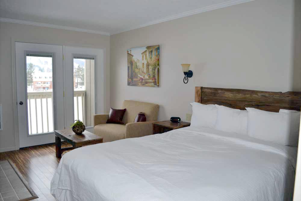 Lakefront-Lodge-Deep-Creek-Lake-room-206